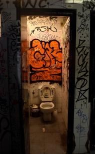 toilet/stall
